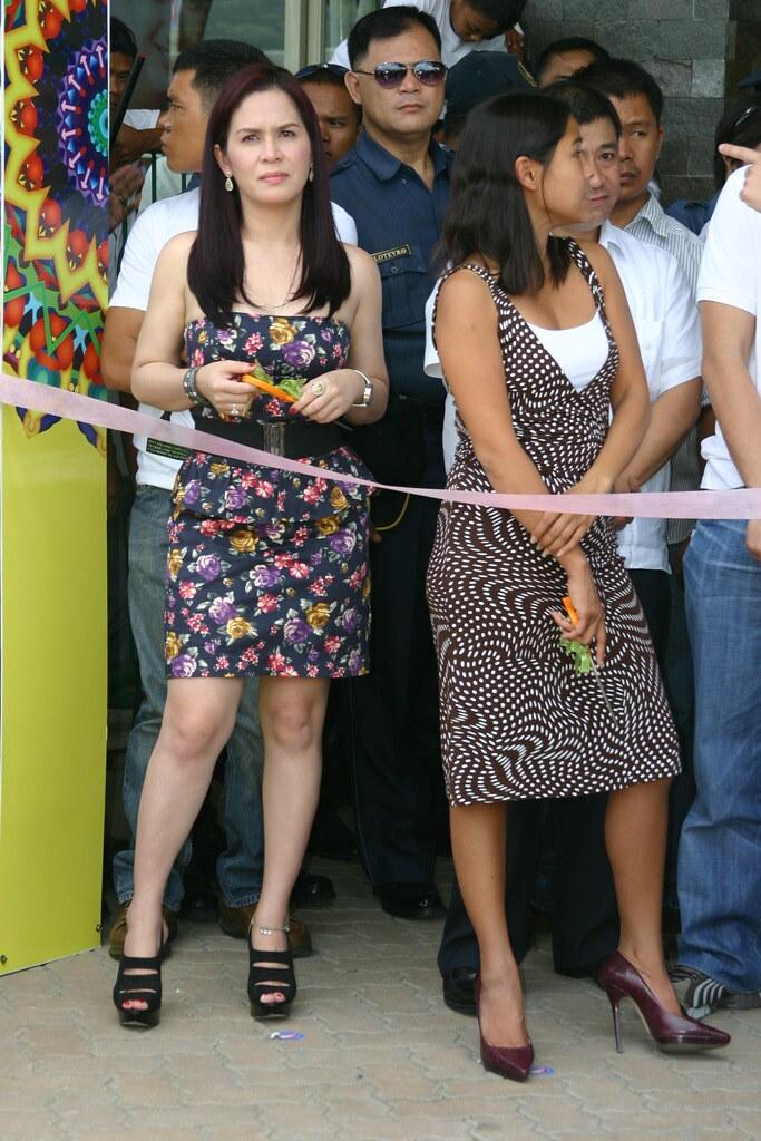 Two famous lady generals, side by side: Jinkee Jamora-Pacquiao and Representative Darlene Antonino-Custodio.