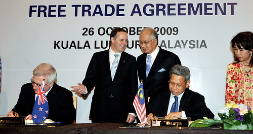 Kuala lumpur 26/10/2009 -- Malaysia Prime Minister Datuk Seri Najib Razak with his New Zealand counterpart John Key witnessing the free Trade Agreement signing ceremony between malaysia and new Zealand goverment. Malaysia represent by the MITI Minister Datuk Mustapa Mohamad and New Zealand by Trade Minister Tim Groser at the Hilton KL Hotel. Pic by OSMAN ADNAN