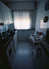 La pequea cocina de mi abuela (Aarnr) Tags: blue kitchen azul superia tokina1224 iso cocina 400 expired pequea xtra fujicolor canoneos300v caducado