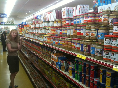 An Aisle of Gefilte Fish! Delray Beach 2009 Day 2 - Shopping