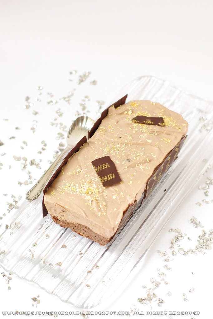 Bûche brownie, croustillant praliné, mousse chocolat au lait
