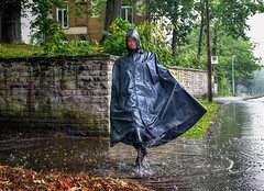 Swinging in the rain (klepptomanie) Tags: rain mac boots cape hood wellies rubberboots rainwear gummistiefel klepper raincape