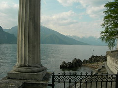 Le Colonne d'Ercole (Starlightworld) Tags: mountain lake gate bellagio colum villamelzi starlightworld