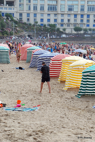 Biarritz - La Grande Plage by Rufino Lasaosa