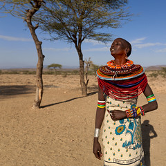 Samburu woman dancing - Kenya (Eric Lafforgue) Tags: africa people woman dance kenya african culture tribal tribes afrika tradition tribe ethnic samburu kenia tribo afrique ethnology tribu eastafrica rift 1707 qunia lafforgue ethnie  qunia    kea   africa east  a