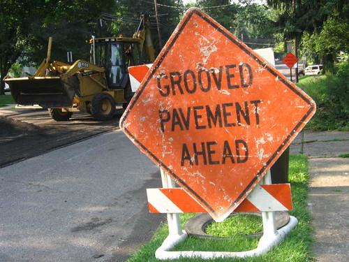 Grooved pavement ahead!