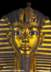 King Tutankhamun's Death Mask (Sandro Vannini) Tags: gold kingtut ancient cobra photos egypt vulture boyking deathmask tutankhamun egyptology solidgold egyptians lapislazuli goldenmask kv62 howardcarter funery burialmask heritagekey funerymask keyobject140 sandrovannini