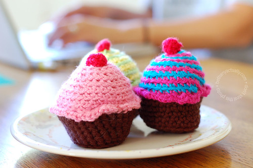 crocheted cupcakes!