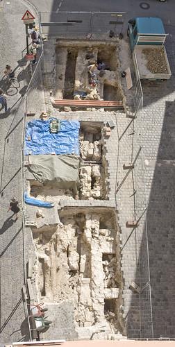 Blick auf die Grabungen an der Steinernen Br�?¼cke