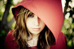 Little Red Riding Hood (J. Wiegand) Tags: portrait canon 50mm cuento bokeh retrato 14 explore 5d frontpage tale redridinghood jorgewiegand