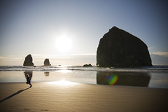 flee (richietown) Tags: sunset sun topv111 oregon coast kid haystack cannonbeach haystackrock richietown