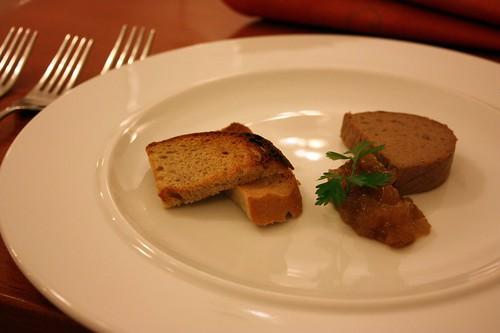Husi pastika s hruskovou marmeladou a opecenym chlebem