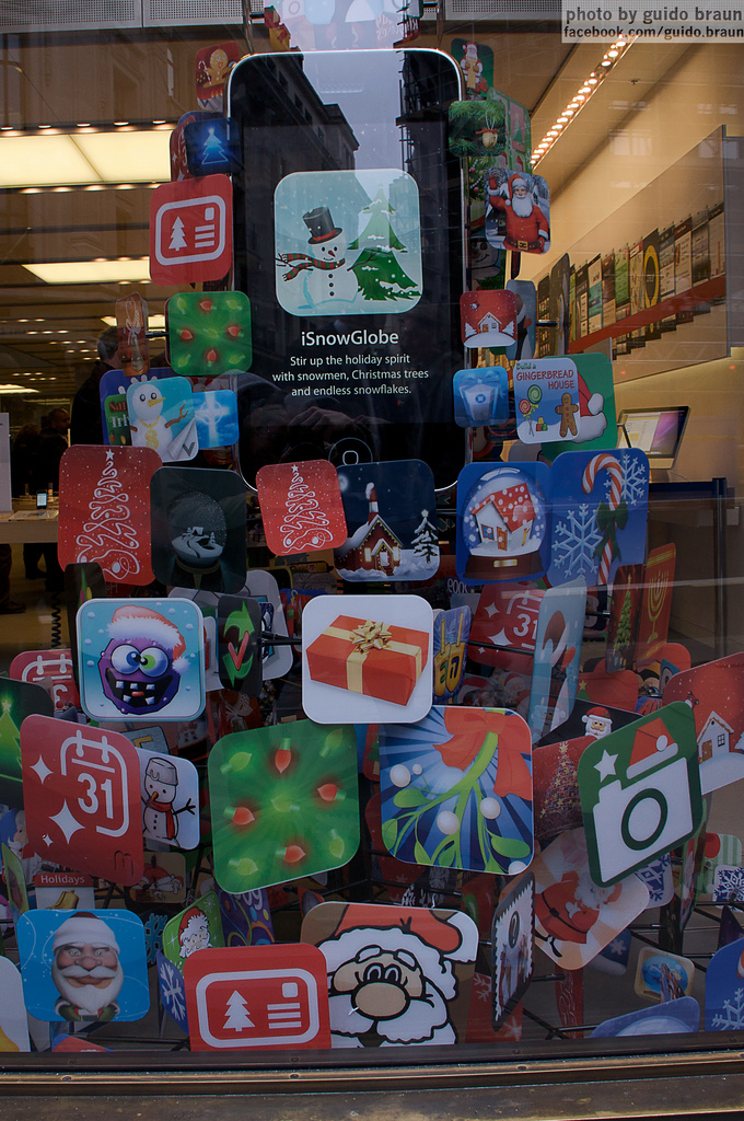 iPhone Christmas Tree Display