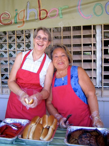 Dorothy and Lehua, ready to serve at the Meet Your Neighbors Cookout
