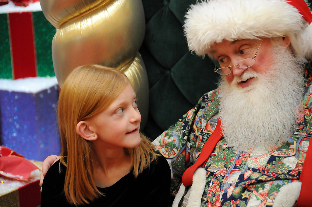 Santa talking to girl 12 21 09