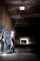 [フリー画像] 人物, 男性, 人と風景, 日光・太陽光線, 201106091700
