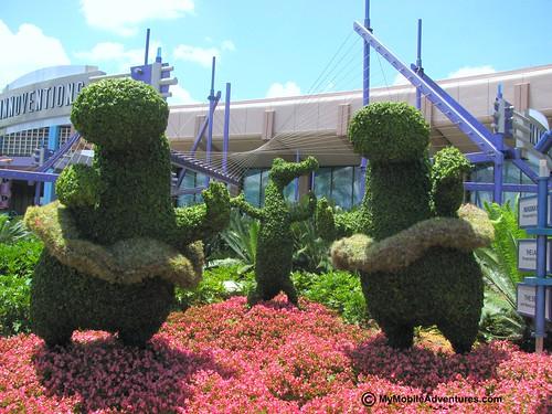 IMG_0978-WDW-EPCOT-topiary-hippo-crocodile-Fantasia