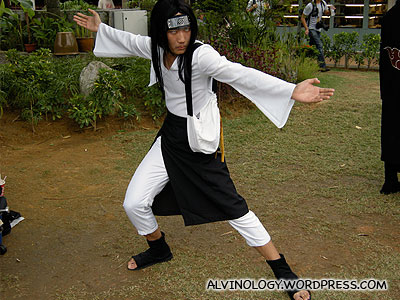 A character from Naruto doing a Master Wong Fei Hong pose