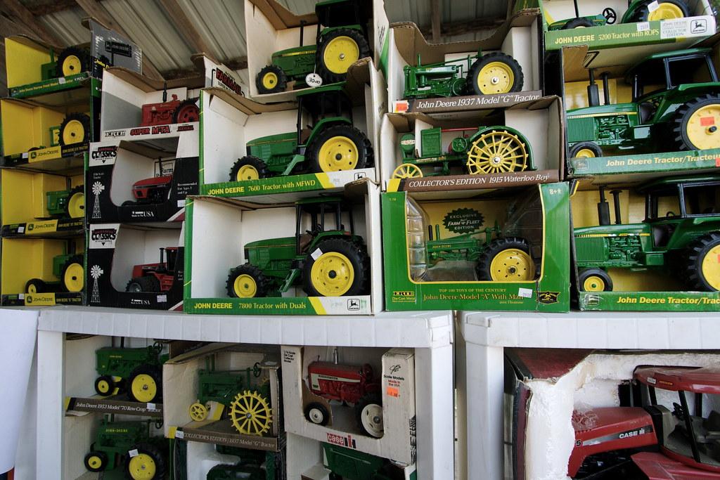 Toy Tractors (20090815 1770)