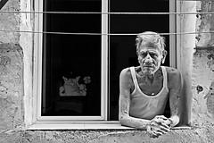 [Taranto Vecchia 2009] (Luca Napoli [lucanapoli.altervista.org]) Tags: street blancoynegro candid streetportrait tarantovecchia bancoenero lucanapoli exploredinfrontpage13092009