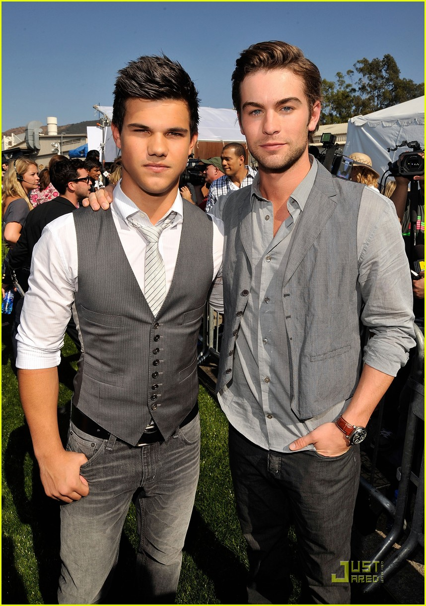 chace-crawford-taylor-lautner