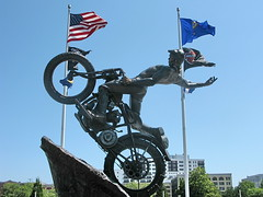 Hill climber sculpture - Harley-Davidson Museum (Al_HikesAZ) Tags: vacation sculpture art statue museum wisconsin bikes exhibit harley harleydavidson milwaukee motorcycle davidson wi hogs choppers menomoneeriver hillclimber harleydavidsonmotorcycle menomoneevalley alhikesaz