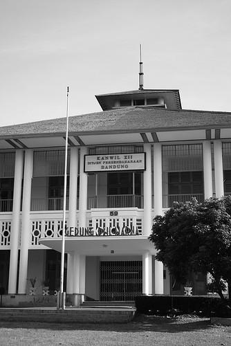 Dwi Warna - Entrance