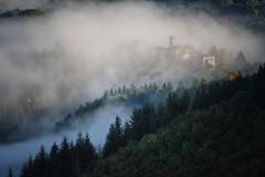 vaporosamente (mat56.) Tags: fog alberi landscape valle lucca toscana nebbia autunno paesaggi paesaggio garfagnana paese boschi landscaoes flickrdiamond mat56 vanagram piazzaalserchio nicciano altagarfagnana