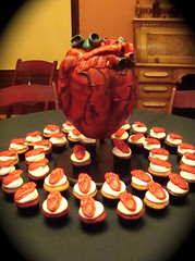heart and cupcakes display by debbiedoescakes