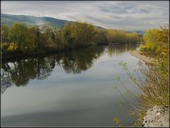 Reflexions...... sur la Dordogne ......en pays Lotois (lo46) Tags: sky france clouds automne landscape couleurs lot dordogne rivire ciel nuages paysage reflets quercy midipyrnes supershot lo46 francelandscapes departementdulot