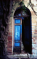 Apice 02 (Valerio Farina) Tags: earthquake ghosttown 20mm 1962 100iso terremoto kodakektar mir20m cittàabbandonata apicevecchio epsonv500 apicevecchia valerinho zeissikonicarex