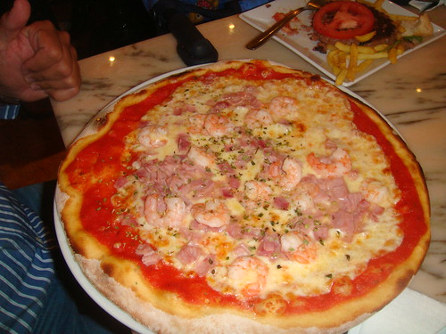 Pizza especial Picasso - tomate, queso, gambas y jamón