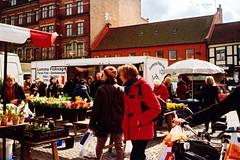 saturday market (juicebox013) Tags: lund primavera film spring market sweden scan sverige agfa mårtenstorget canonepoca