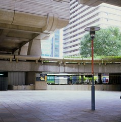 La Dfense, Paris / Courbevoie (boal) Tags: street paris france 120 6x6 film architecture rolleiflex mediumformat walking square shapes citylife slides provia400 moyenformat epsonv700