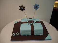 bolo azul e castanho (Isabel Casimiro) Tags: cake christening playstation bolos bolosartisticos bolosdecorados bolopirataecupcakes bolopirata bolosdeaniversrocakedesign bolosparamenina bolosparamenino