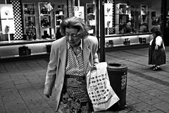 (project 365/89) (ss) Tags: street blackandwhite bw canon germany munich mnchen bayern deutschland bavaria eos blackwhite 300d streetphotography sw schwarzweiss