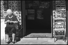 ... all'alba vincer ...(da Nessun Dorma - Turandot, G.Puccini) (Qi Bo) Tags: blackwhite streetphotography sicily sicilia biancoenero grattaevinci qibo carlzeiss135mmf18 sonyalpha900