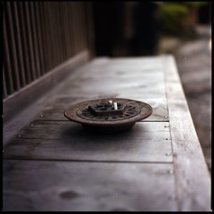 old iron ashtray (HASSELBLAD 500C/M) (potopoto53age) Tags: 6x6 film japan metal zeiss mediumformat square t iron cigarette hasselblad rusted squareformat carl castiron epson fujifilm ashtray gifu f28 casting reala planar 80mm 500cm hassel tsumago hasselblad500cm fujifilmreala100 carlzeissplanar80mmf28t tsumagojyuku epsongtx970 gtx970 oldironashtray