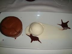 Soufflé de chocolate relleno de menta