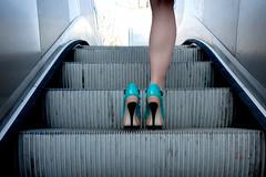 Remake, Blue Flamingo (Calinore) Tags: woman paris france underground subway one shoes legs metro femme escalator onlyone escalier chaussures jambe portedebagnolet escarpins unijambiste hautstalons escaliersroulants uneseule