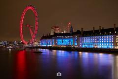London Eye - London (Jaime Hernández Pérez) Tags: longexposure london londres largaexposicion architecture arquitectura building formatthitech river thames londoneye travel viajar city cityscape night noche luces lights reflejos reflection canon80d canon1022 red blue rojo azul