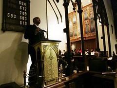 Andre Carson, salah satu Muslim, anggota Konggres AS, memberi sambutan kepada kelompok tur terdiri para imam dan rabi dari Eropa