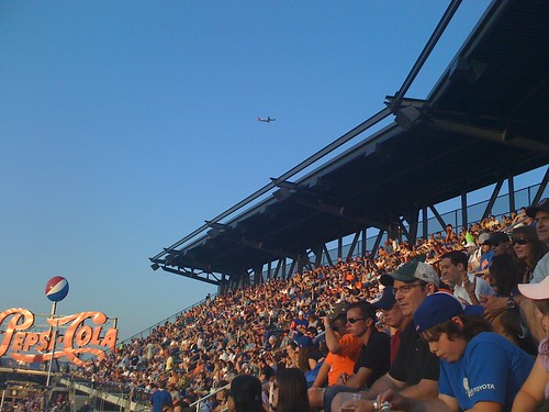 Wouldnt be a Mets game without planes taking off and landing.