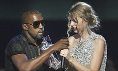 Kanye-West-grabs-the-mic--001