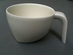 割れたコーヒーカップを接着剤で直す