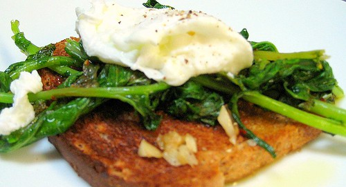 Poached egg w/ radish greens