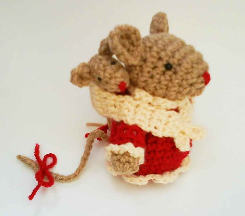 Mommy mouse and Baby mouse Amigurumi Crochet Pattern.