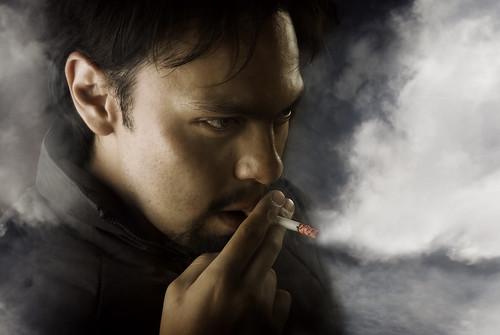 フリー画像| 人物写真| 男性ポートレイト| 外国人男性| 煙草/タバコ| 煙/スモーク|      フリー素材|