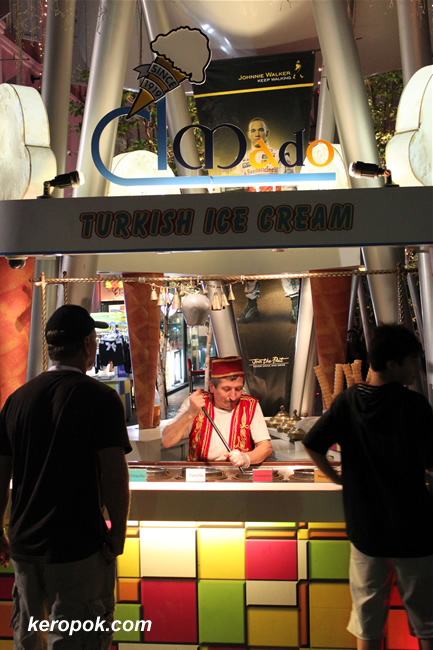 turkish ice cream man @ clarke quay
