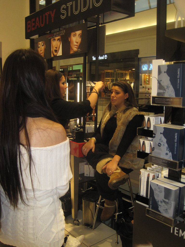 Rachael tries the new airbrush application in Sephora.